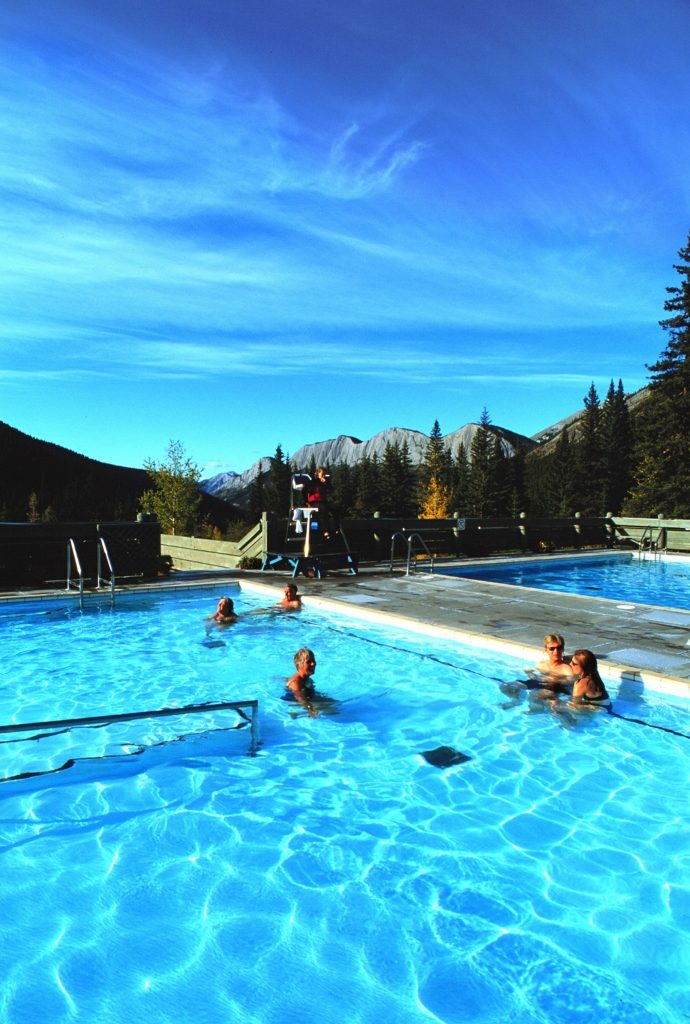 Miette Hot Springs, as termas no Jasper National Park - Foto Canadian Rockies Hot Springs/Parks Canada/Divulgação